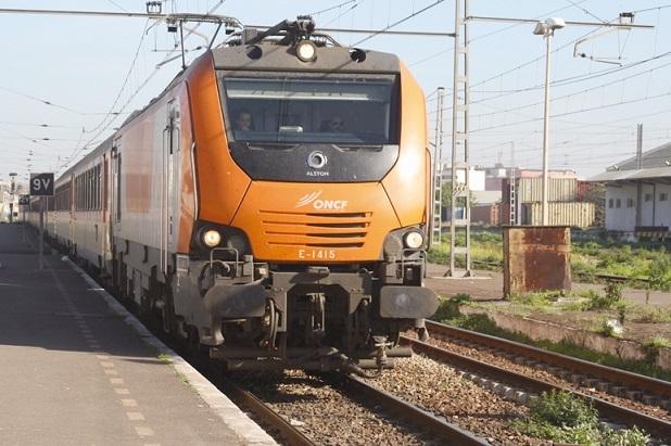 Un train intempestivement arrêté et ses passagers agressés