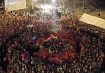 L'opposition manifeste en masse à Tunis