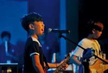 Chine: écoliers et rockeurs en herbe rêvent de gloire et de décibels