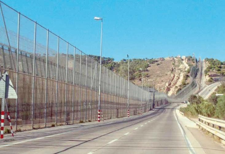 Des centaines de migrants clandestins forcent le passage vers Mellilia