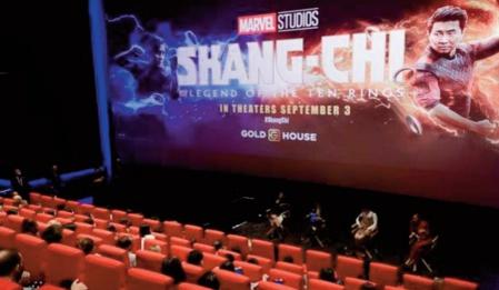 """Le super-héros Marvel """"Shang-Chi"""" reste le roi du box-office nord-américain"""