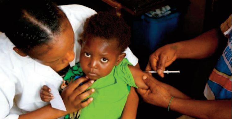 L'OMS pour un déploiement massif du 1er vaccin antipaludique chez les enfants