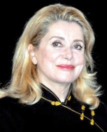 """Catherine Deneuve, le """"visage"""" du cinéma français, fête ses 70 ans"""
