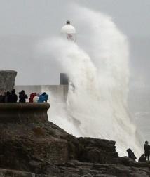 Une violente tempête frappe l'Europe du Nord
