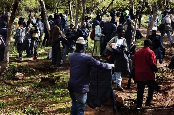 Des dizaines d'immigrés à l'assaut de Sebta et Mellilia