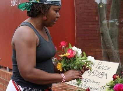 """Soweto, triste et ému, dit """"Merci Mandela"""""""