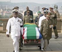 Le monde s'incline devant la dépouille de Mandela