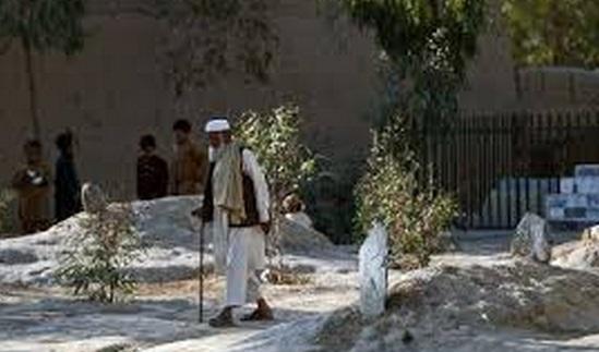 Dans un asile afghan, cure au poivre et cellules avec vue sur les tombes d'anciens patients