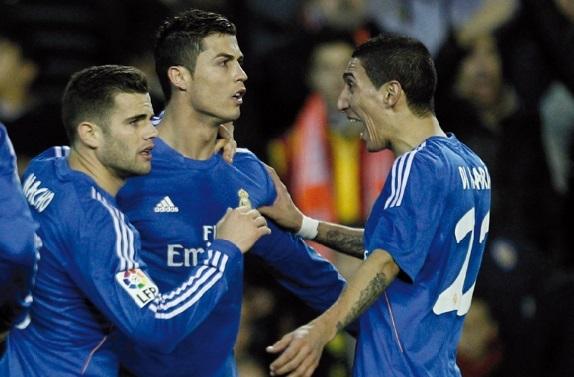 Le Real reste au contact  le Barça en tête