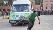 Le cascadeur marocain Hammad Bouaazail se produit à Dakar