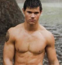 Ces célébrités qui  ont pris du muscle : Taylor Lautner