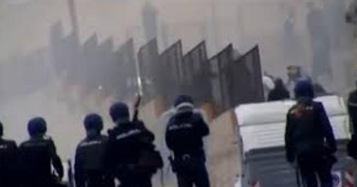 Des immigrés clandestins prennent d'assaut Mellilia