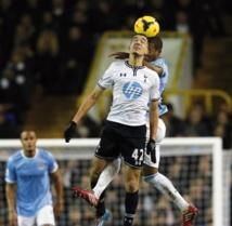 Man City vire en tête en Premier League