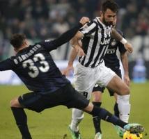 La Juventus, grâce  à la foudre... et la pluie, met la pression sur l'AS Rome