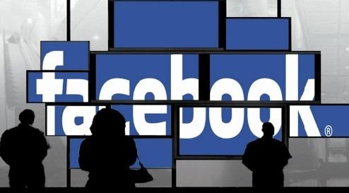 Dix ans que Facebook lutte pour rester tendance et cool