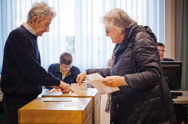 """L'UE s'inquiète du """"oui"""" suisse aux quotas d'immigration"""