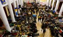 Entrée en vigueur de l'amnistie pour les  manifestants ukrainiens