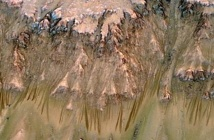 Insolite : De l'eau liquide coule-t-elle sur Mars