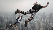 Sauter du 21e étage, sport extrême en ville