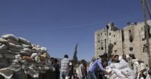 Première distribution d'aides dans les quartiers rebelles d'Alep
