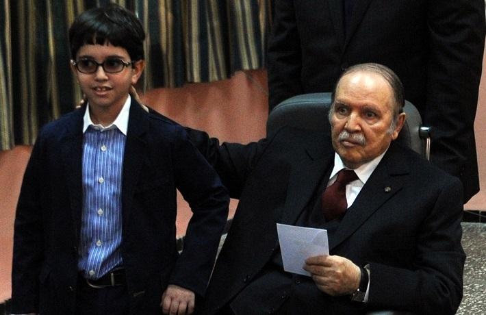 Fauteuil roulant et impotence, absent et si présent, Bouteflika vote gagnant