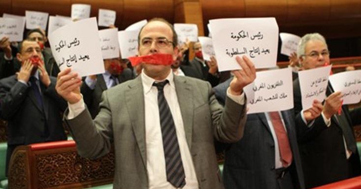 Les droits d'informer censurés : Le gouvernement renie ses propres cahiers des charges