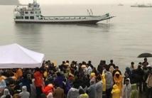Des milliers de personnes  au mémorial des victimes  du ferry sud-coréen naufragé