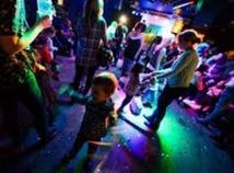 Emmener ses enfants en boîte: l'idée de Londoniens pour revivre leurs années clubbing