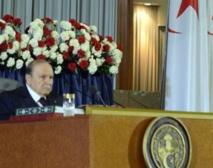 Bouteflika prête serment avec de grandes difficultés