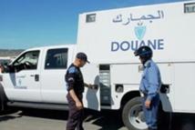La Douane intercepte un  fourgon chargé d'effets  vestimentaires de contrebande
