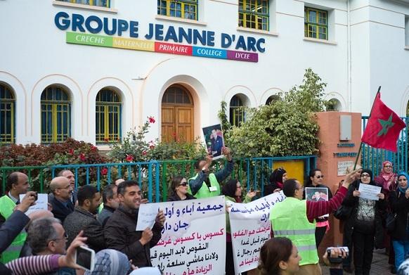 Nouveau sit-in de protestation de l'Association des parents d'élèves de Jeanne d'Arc