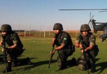 Vaste opération militaire aux frontières brésiliennes à un mois du Mondial