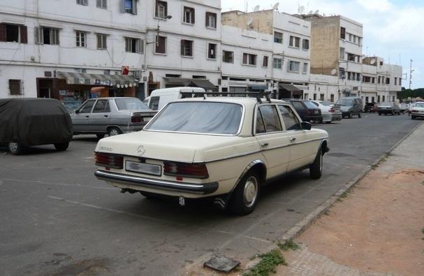 Extermination imminente des taxis Mercedes 220 et 240D