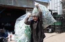 """A New York, des milliers de """"recycleurs"""" font les poubelles"""