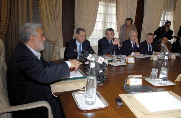 Sous pression, Benkirane ouvre les premières consultations électorales avec les partis