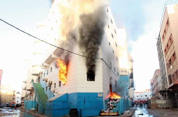 Un gigantesque incendie ravage le grand centre commercial de Nador