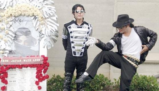 Cinq ans après sa mort, le mausolée de Michael Jackson fleuri