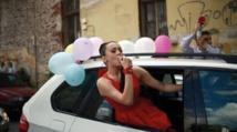 Fêter la fin du lycée en  Bulgarie, un rituel extravagant