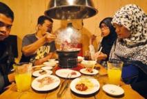 """Salles de prières dans hôtels et aéroports, cuisine halal, le Japon se met au """"muslim friendly"""""""