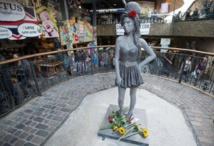 Une statue  d'Amy Winehouse  dévoilée à Londres