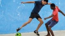 """La """"pelota"""", sport roi à Cuba, sous la menace du ballon rond"""