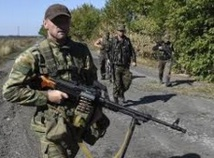 Les rebelles pro-russes annoncent le retrait  de leur artillerie du front