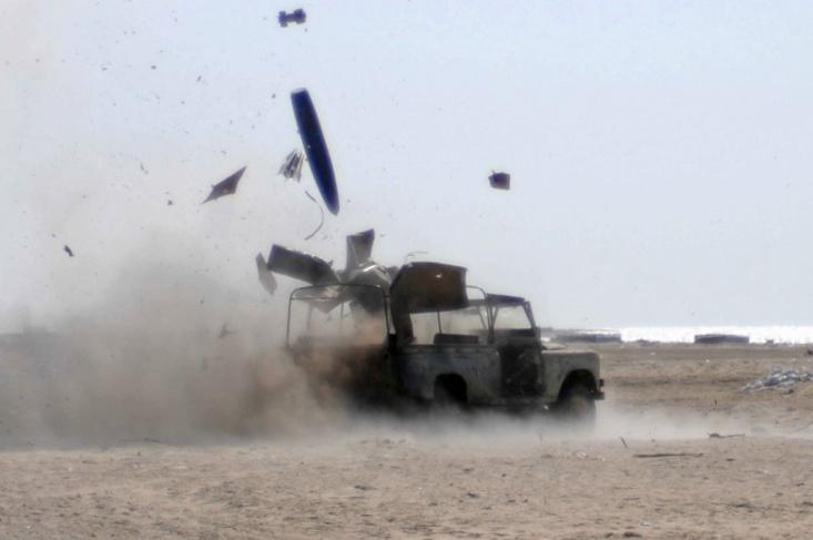 Un véhicule du Polisario soufflé par une mine