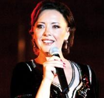 Brillante prestation musicale à Prague de la vocaliste Karima Skalli