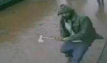 Un homme attaque des policiers à la hache à New York