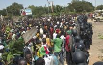 Les manifestants burkinabés  exigent le départ du président