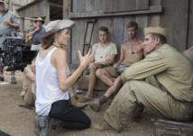 """Angelina Jolie défend son film """"Invincible"""" en première mondiale à Sydney"""