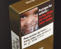 Paquet de cigarettes neutre : les fumeurs australiens rapidement convaincus