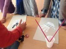 Cinquante jeunes du quartier Sidi Moumen dessinent une Khmissa