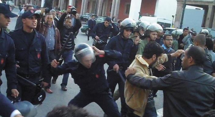 Des étudiants tabassés par les forces de l'ordre devant le Parlement